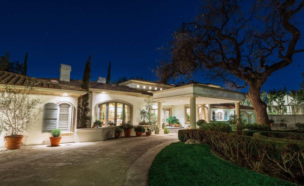Jeri Ryan's 5255 Encino Ave house in southern CA is an old world south of France style home.