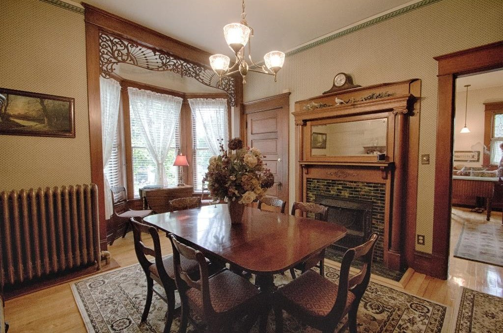 1897 Queen Anne in Osceola IA on the market - Dining Room