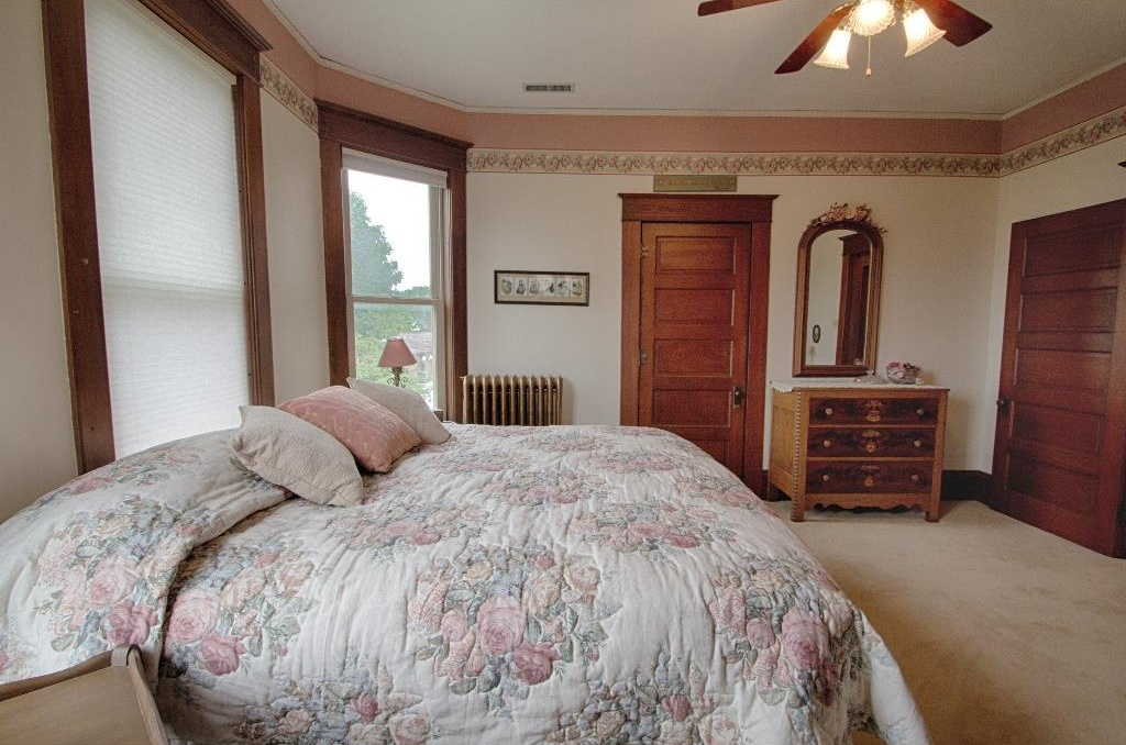1897 Queen Anne in Osceola IA on the market