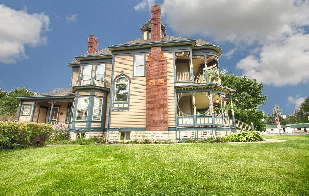 1897 Queen Anne in Osceola IA on the market The side view is just as Victorian inspired as the front.