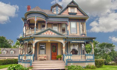 Queen Anne in Iowa For Sale is the Banta House
