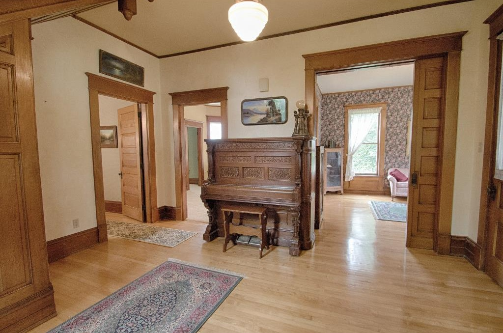 1897 Queen Anne in Osceola IA on the market is beautifully restored and on the National and State Register of Historic PLaces