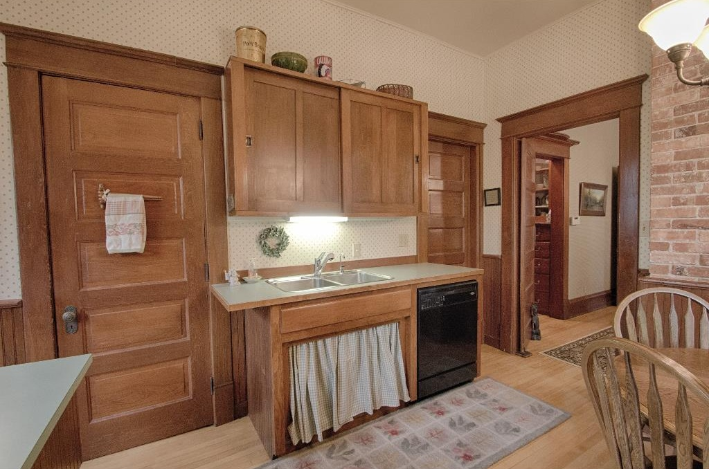 1897 Queen Anne in Osceola IA on the market has original kitchen