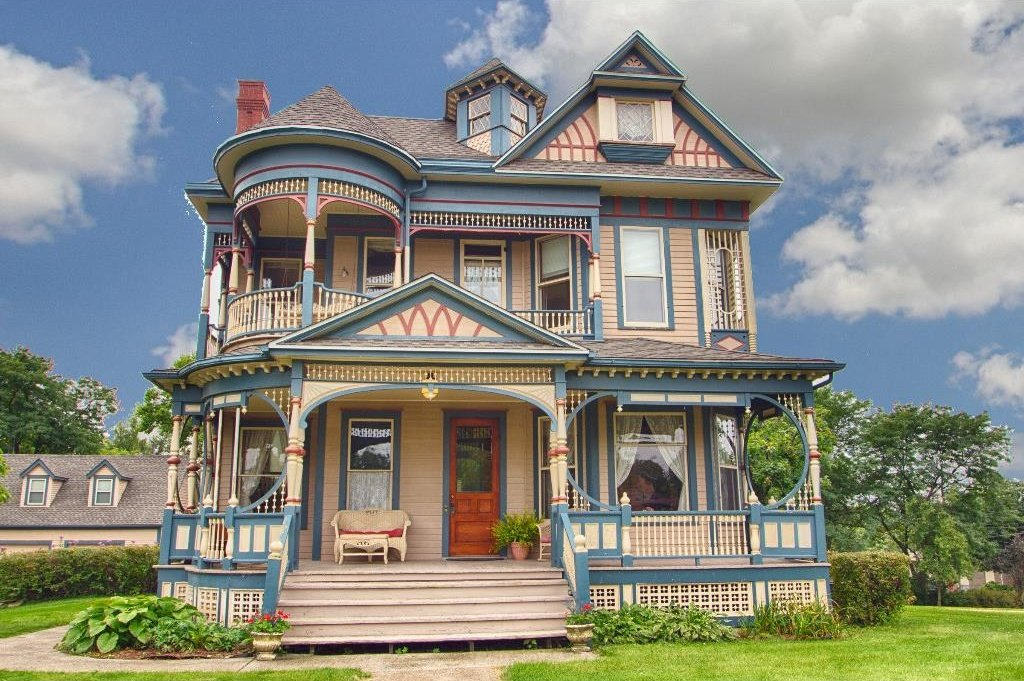 1897 Queen Anne in Iowa is on the market. Beautifully restored. I am gushing over the the ornamentation and 3 porches. I now have porch envy.