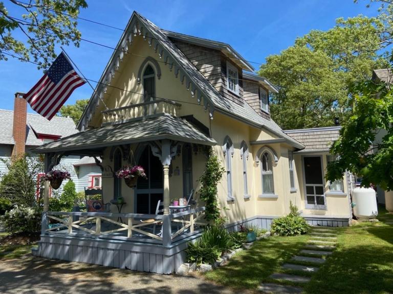 Martha Vineyard Cottage For Sale