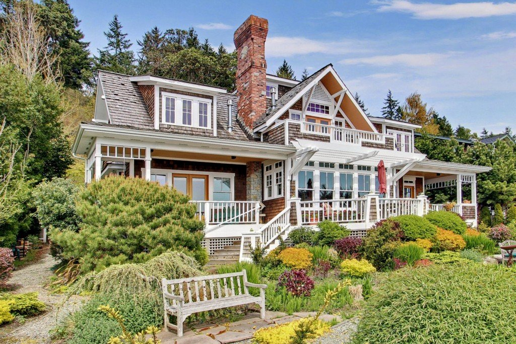 Waterfront craftsman home in bainbridge island wa for Craftsman beach house
