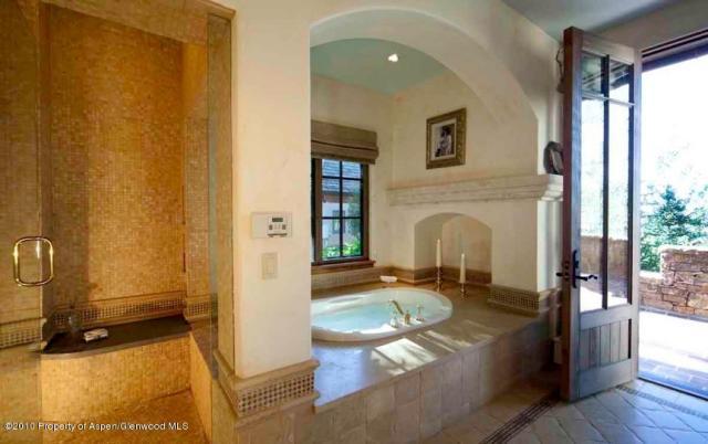 Euro style house - bath