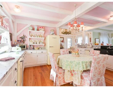 Kristie Alley House - Retro Style Kitchen
