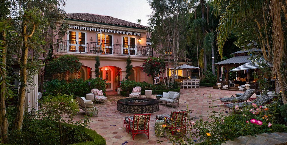 513 Doheny Road in Beverly Hills, California.