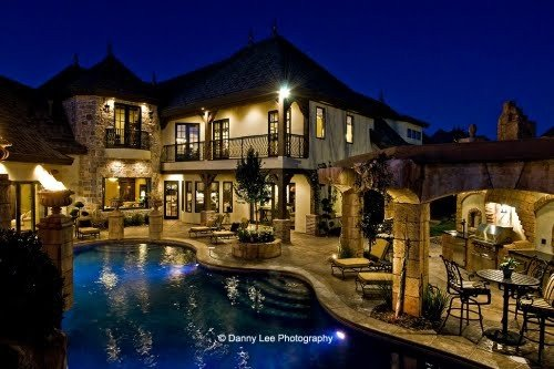 House with a lovely pool has a house style all its own