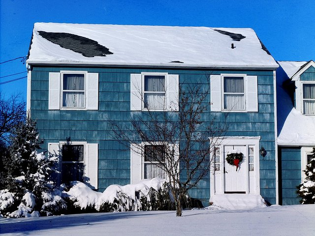 Image blue house Easter