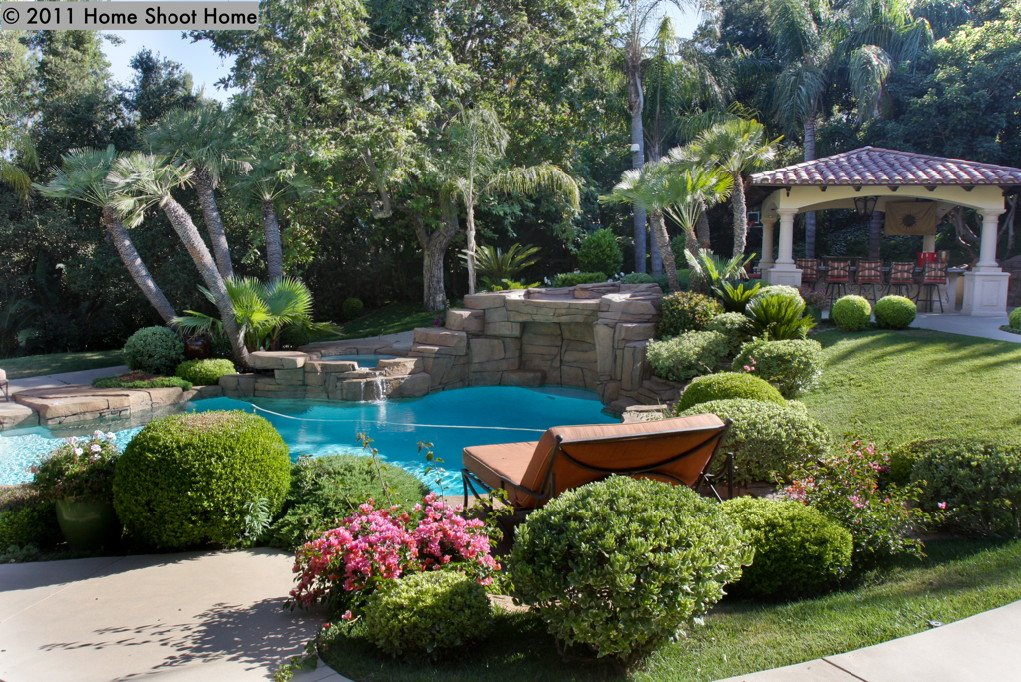 Spanish mediterranean house for Spanish garden designs