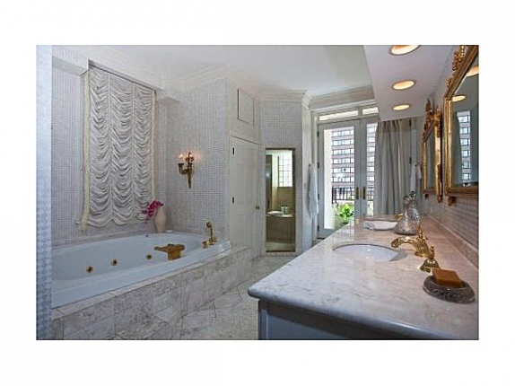 Oprah's Chicago Condo- master bath