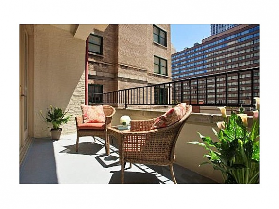 Oprah's Chicago Condo - balcony view