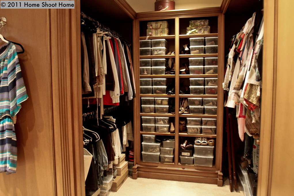 Spanish mediterranean house for Houses with walk in closets