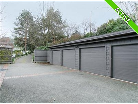 photo of garage for houseboat