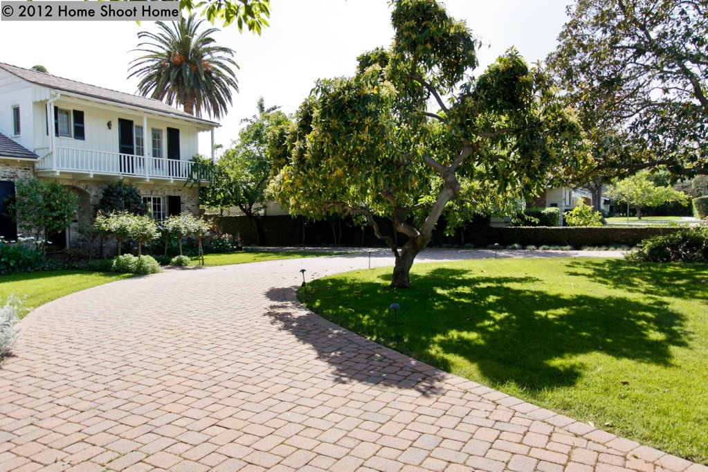 Colonial curb appeal