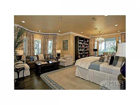 Kelly Clarkson house for sale