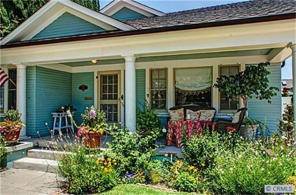 Charming california bungalow for Californian bungalow front door