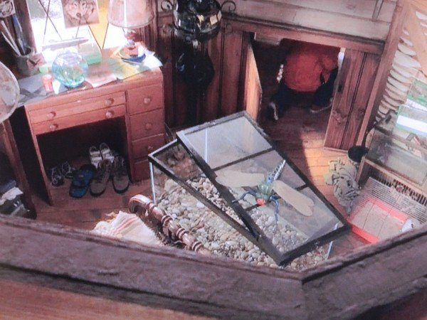 Mark's bedroom from Cheaper By The Dozen movie screenshot