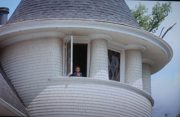 Mark looking out of window Cheaper By The Dozen movie screenshot