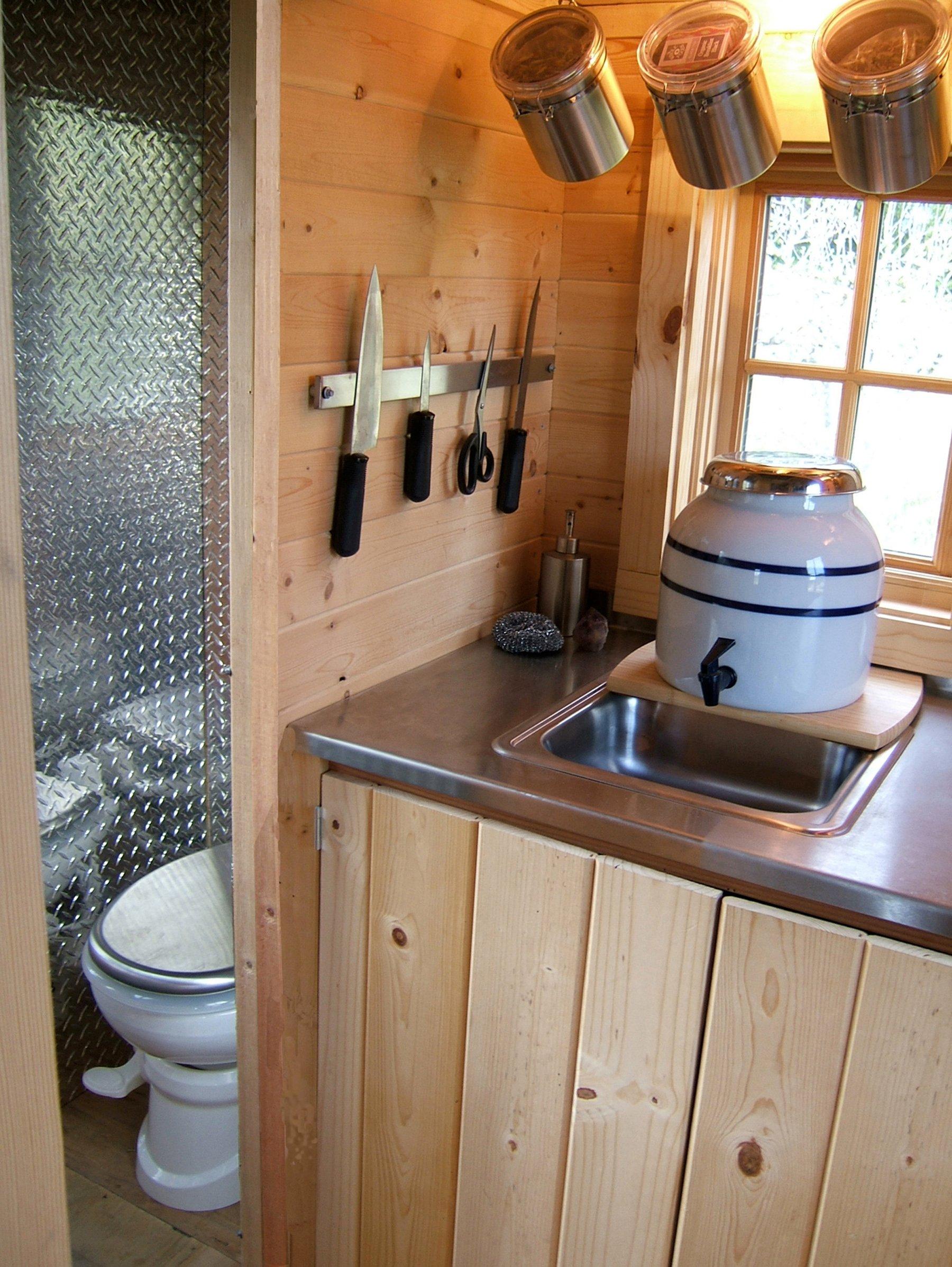Очень маленькая кухня на даче дизайн