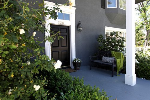 Black houses home exterior paint ideas - Black house with white trim ...
