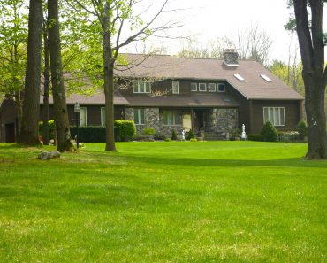 27-Redwood-Front-Lawn
