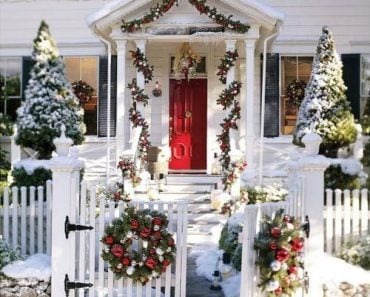 Front-Door-Christmas-Door-Decorations