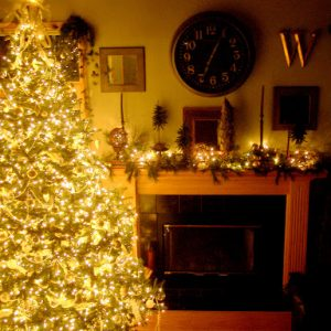 How-to string a glowing Christmas tree and decorate