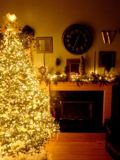Glowing Christmas Tree Decorating Ideas and How-To Guide