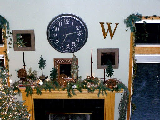 How to guide to decorate a Christmas mantle