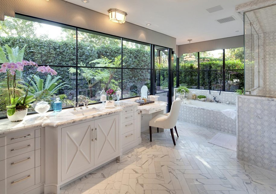 Jeremy Renner's mansion has this extremely lovely master bathroom