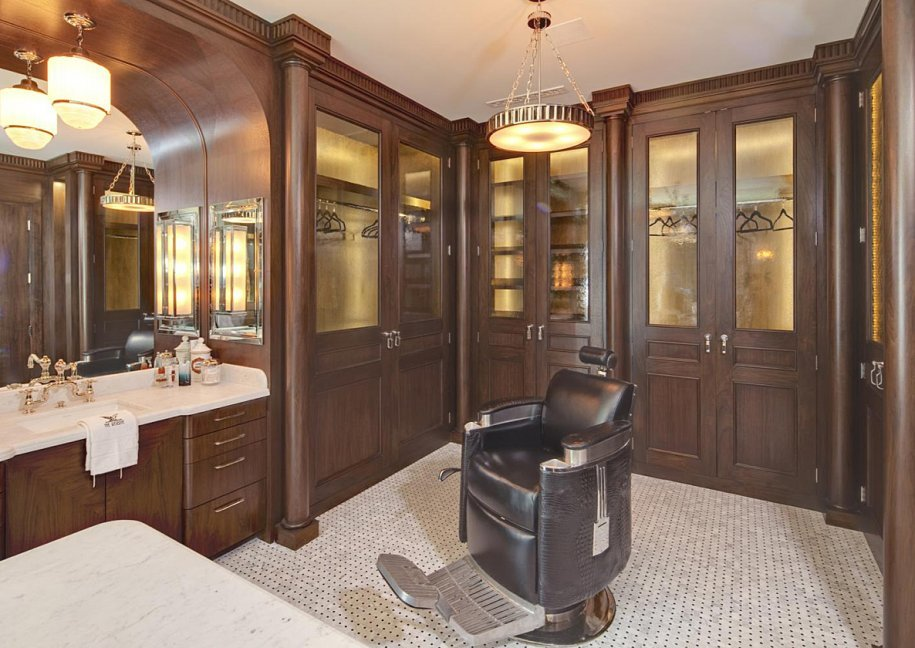Jeremy Renner's mansion has its own barber chair