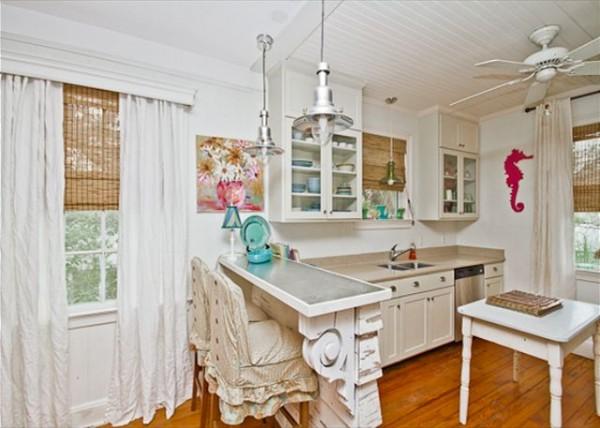 Mermaid Manor kitchen
