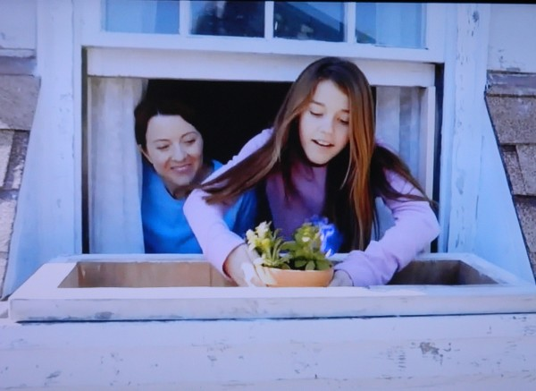 Lowe's mom and daughter in commercial