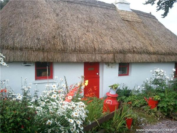 Thatched roof Cottages in Ireland