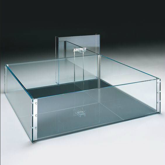 Glass tub in Glass House