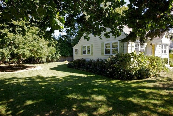 Cape Cod Home In Sag Harbor