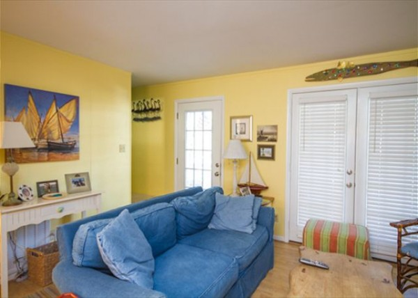Living room decorated in blue and yellow