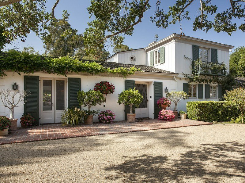 Front of Drew Barrymore Montecito house