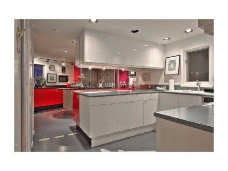 Kitchen in Penn's The Slammer house