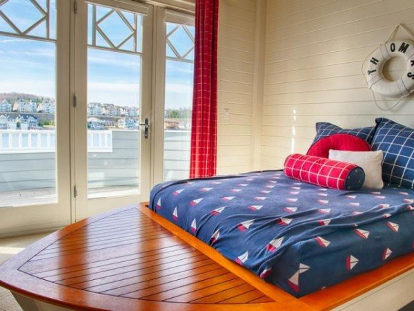 Oh-my-gosh..a boat bed