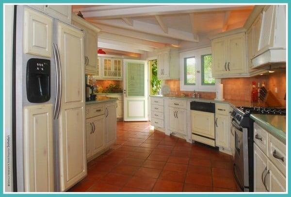 Villa Au Soleil Kitchen