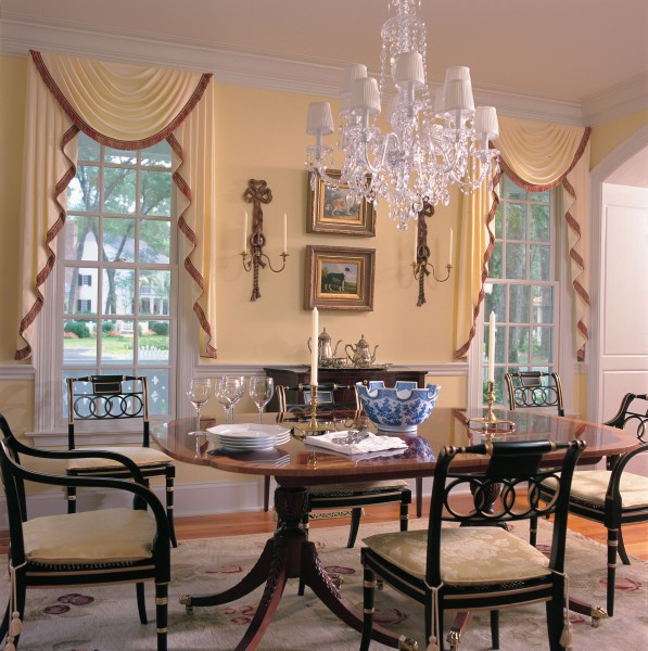Dining room decorated in traditional elegance