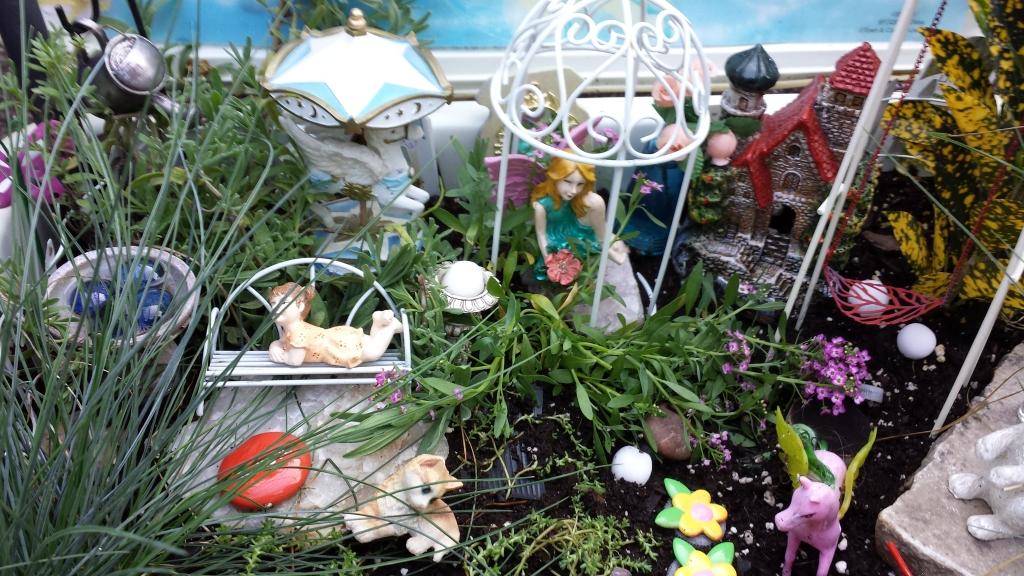 Gnome Garden: Fairies And Gnomes Flower Garden Design