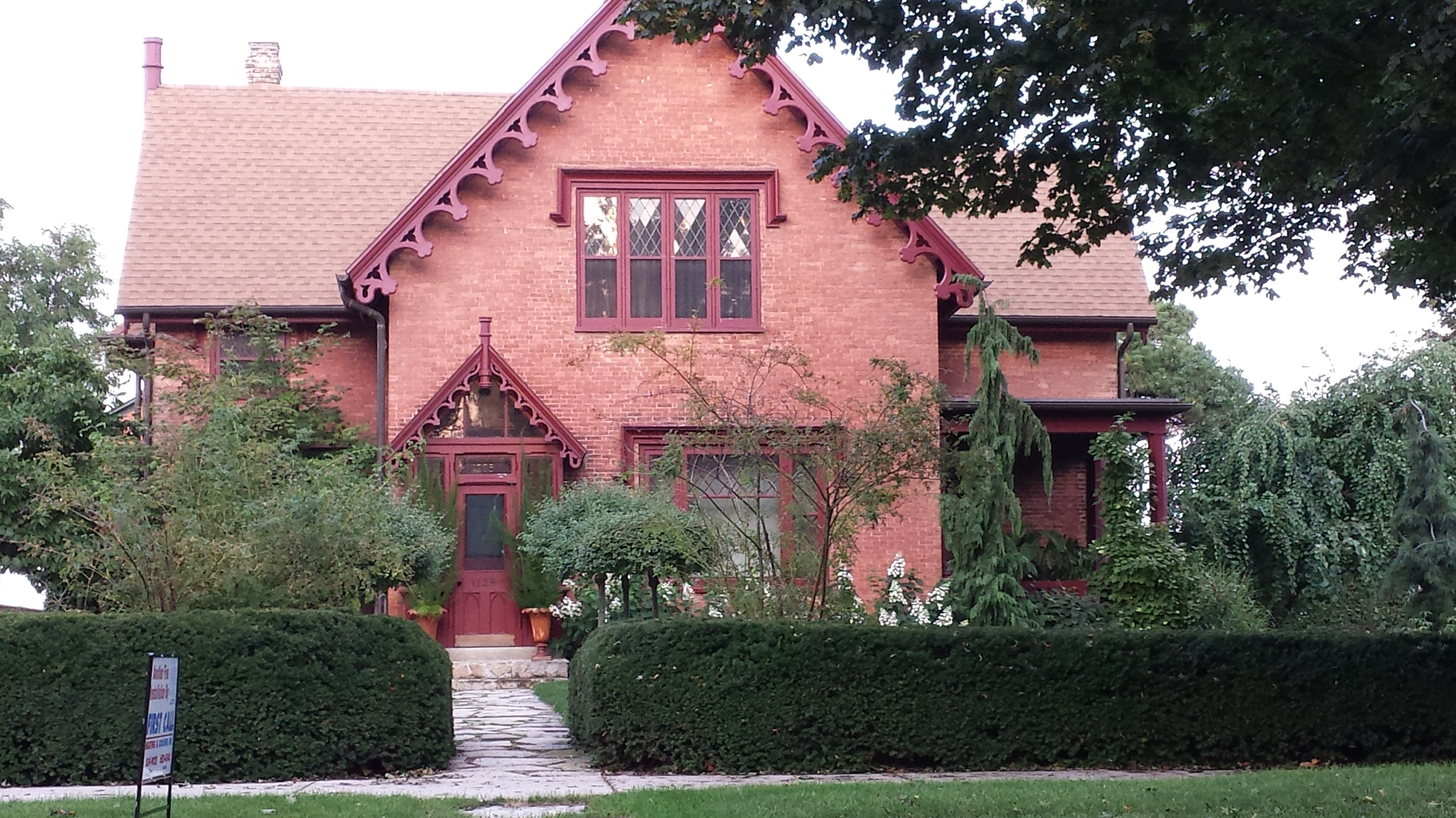 Home tour in racine wisconsin gothic italian greek for Wi home builders