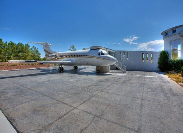 Jumbo Jet Ternimal