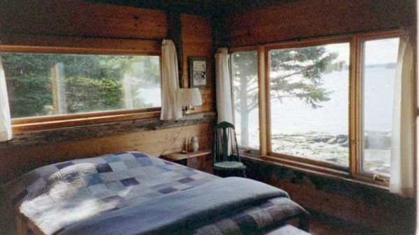 Seremdipity cottage master bedroom with view