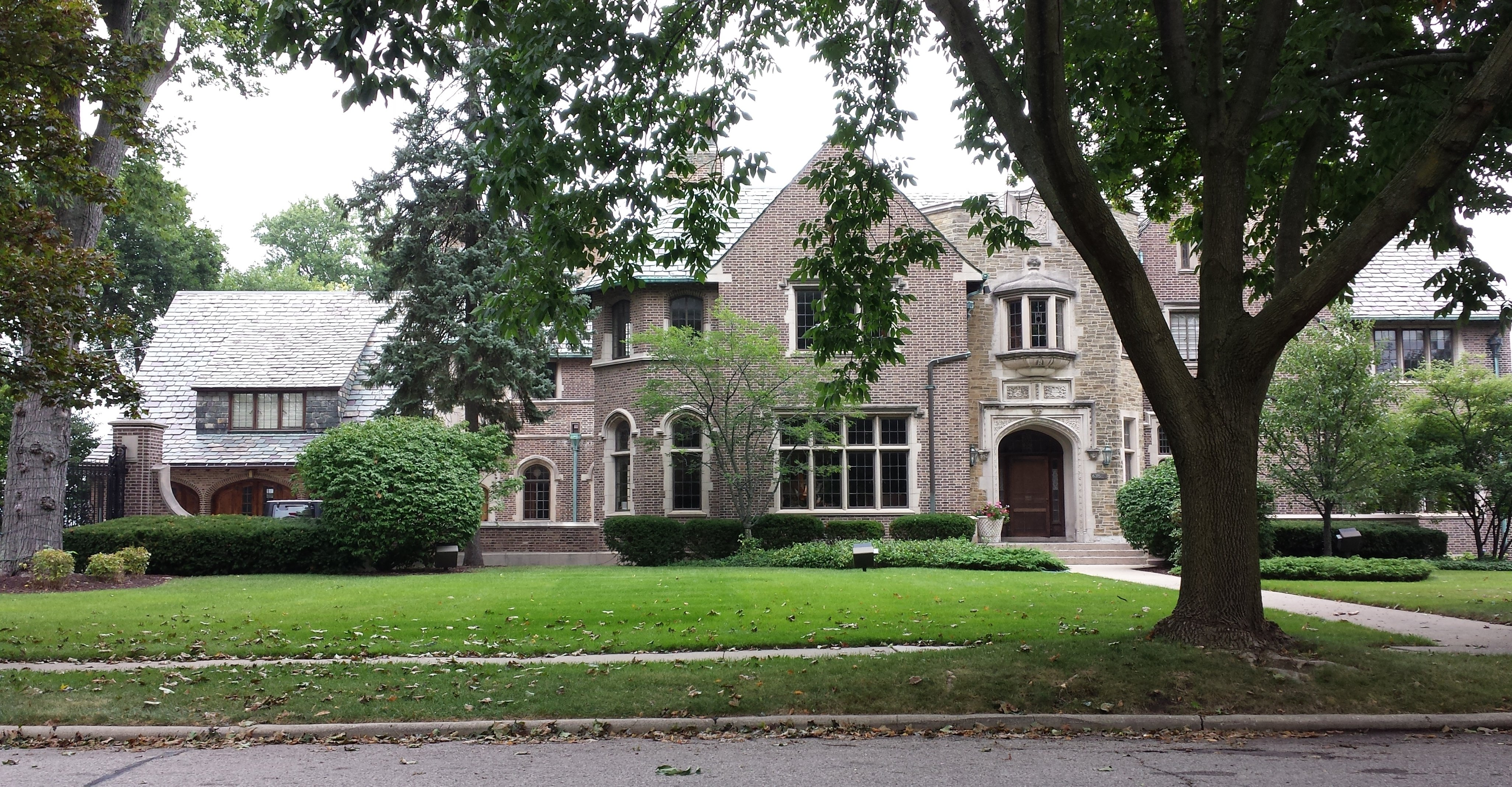 Historical mansions and houses of kenosha wisconsin for Who invented houses